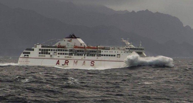 En estos días de mal tiempo, el transporte marítimo no se detiene