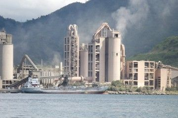 Panorámica de la planta de Venezolana de Cementos en Pertigalete