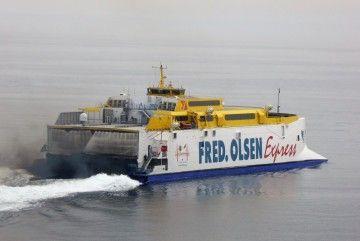 """El catamarán """"Bonanza Express"""", a la salida de Arrecife. Ahora está amarrado en Las Palmas"""