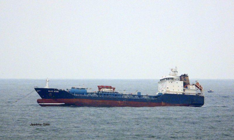 """El buque quimiquero """"Blue Star"""", camino del desguace"""