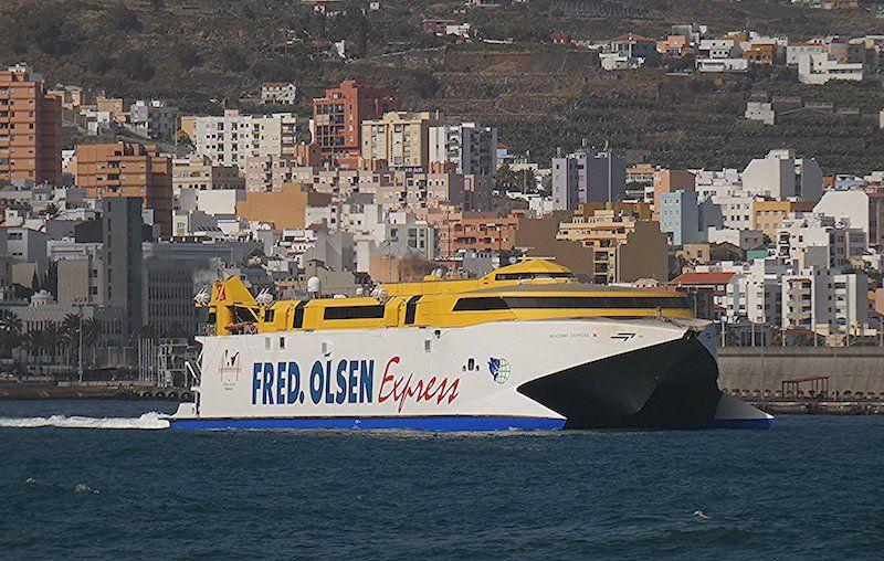 """El catamarán """"Bencomo Express"""" suple la ausencia del """"Benchijigua Express"""""""