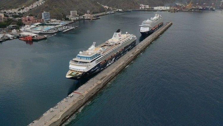 """Los buques """"Mein Schiff Herz"""" y """"Mein Schiff 3"""", atracados en el puerto tinerfeño"""