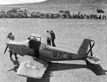 Avioneta de entrenamiento AISA del Ejército del Aire, en el aeródromo de El Médano