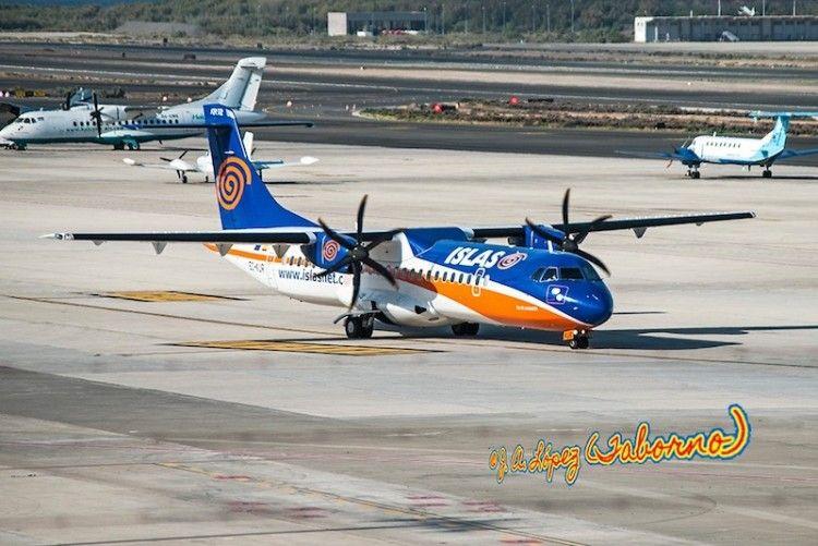 ATR-72-500 EC-KUR rodando por la plataforma del aeropuerto de Gran Canaria