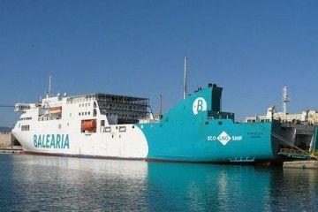 """Los pasajeros del ferry """"Nápoles"""" tuvieron que desembarcar"""