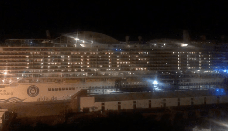 """""""Gracias, Tenerife"""", cartel luminoso del buque """"AIDAnova"""""""