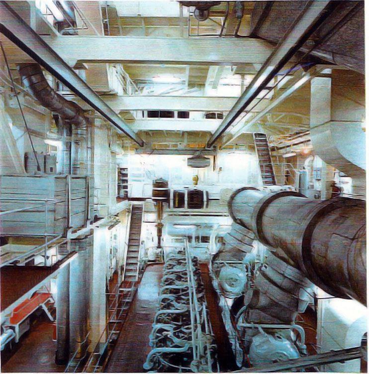 """Aspecto parcial de la sala de máquinas del buque """"Castillo de La Mota"""""""