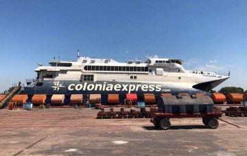 """El catamarán """"Atlantic Express"""", varado en el astillero Tandanor"""
