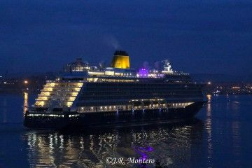 """A las primeras luces del alba, el buque """"Spirit of Disvery"""" llegaba a Ferrol"""
