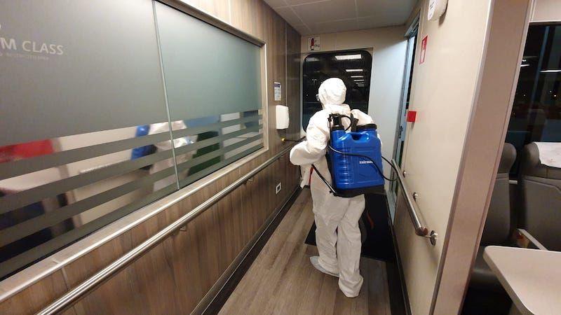 Trabajos de desinfección cotidianos a bordo de la flota de Naviera Armas