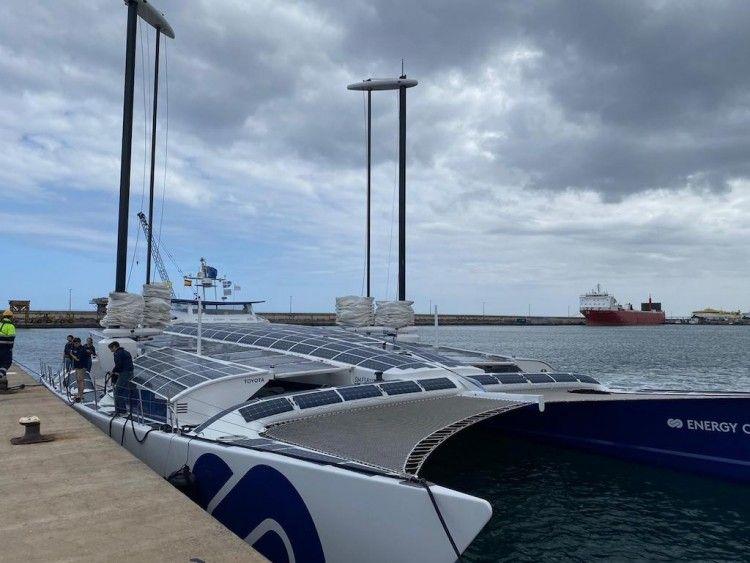 "El buque experimental ""Energy Observer"", a su llegada al puerto de Santa Cruz de Tenerife"
