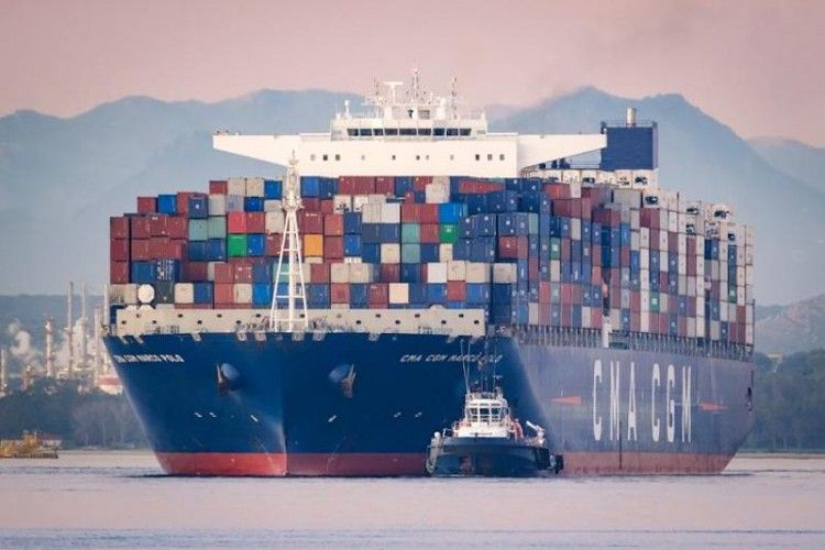 """El buque """"CMA CGM Marco Polo"""", fondeado en Algeciras"""