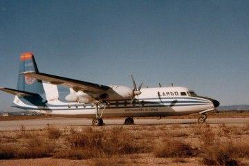 El avión Fairchild Fokker F-27 de Aerotransporte, aparcado en el aeropuerto de Valencia