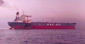 """El petrolero """"María Alejandra"""", en lastre y fondeado"""