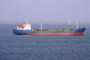 """El buque """"Intergod VIII"""", fondeado en la bahía de Cartagena de Indias"""
