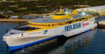 """Panorámica del nuevo trimarán """"Bajamar Express"""""""