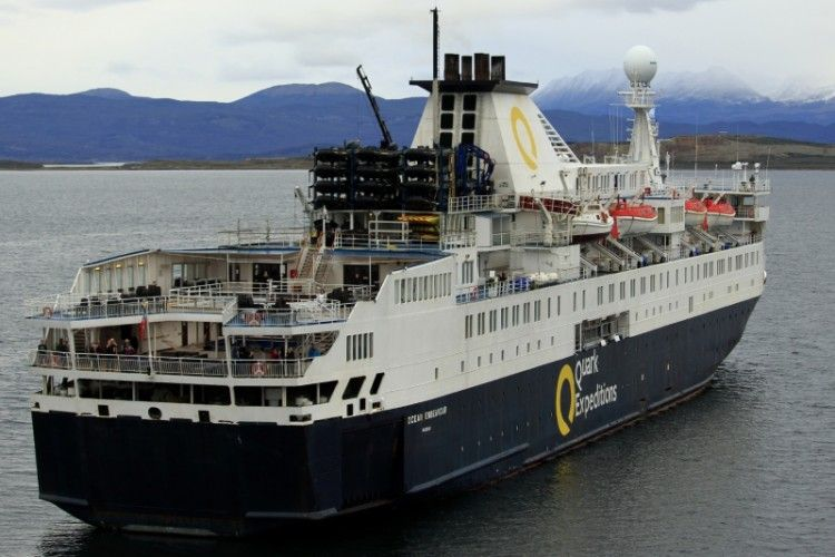 "El buque ""Ocean Endevour"", en aguas a Ushuaia (Argentina)"