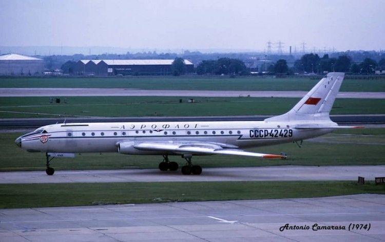 Tupolev 104B de Aeroflot en el aeropuerto Londres-Heathrow
