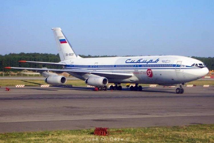 Il-86 de Siberian Airlines, aparcado en el aeropuerto de Domodedovo