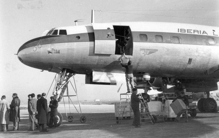 """El llamativo morro y tren de aterrizaje del avión L-1049C """"Super Constellation"""""""
