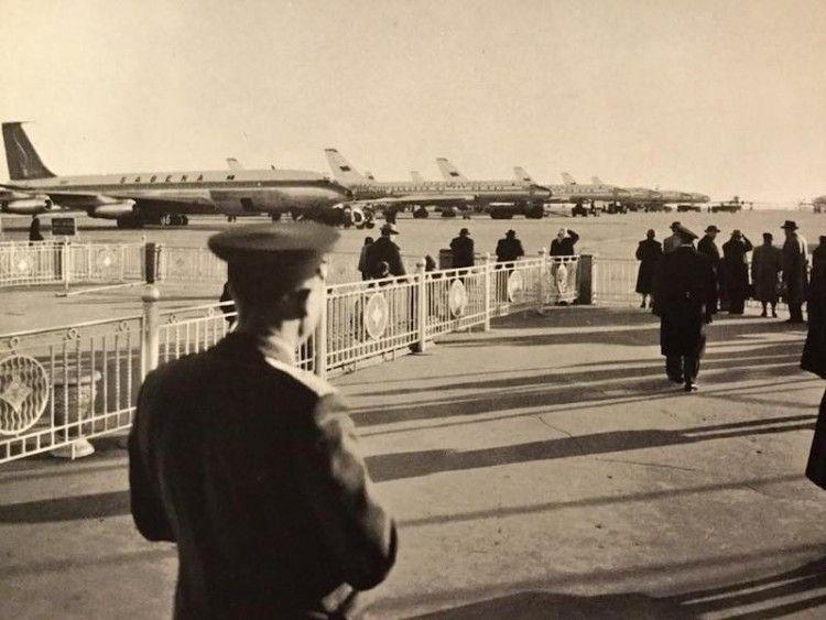 El avión B-707 de Sabena en primer plano y a continuación varios Tupolev Tu-104