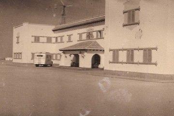 Fachada del parador de Iberia en Villa Cisneros