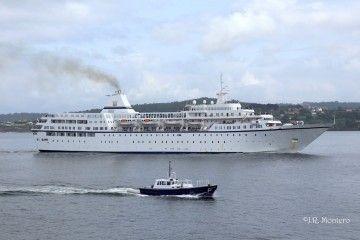 """El buque """"Aegean Odyssey"""", visto en toda su eslora por la banda de estribor"""