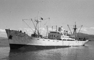 """El buque """"Benisanet"""", en aguas de Santander"""
