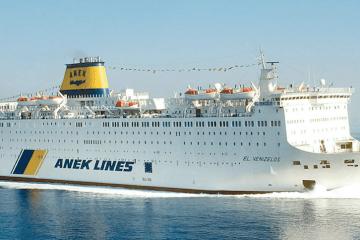 """El ferry """"El Venizelos"""" se encuentra de cuarentena en El Pireo"""