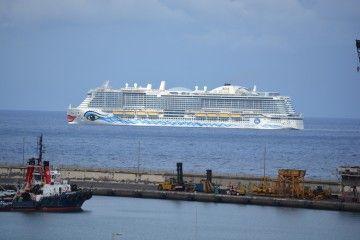"""El buque """"AIDAnova"""", a su regreso esta tarde al puerto de Santa Cruz de Tenerife"""