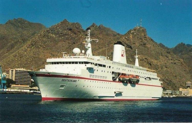 """El elegante """"Deutschland"""", en su primera escala en el puerto de Santa Cruz de Tenerife"""