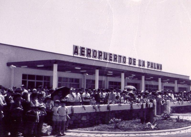 Público asistente el día de la inauguración del aeropuerto de La Palma