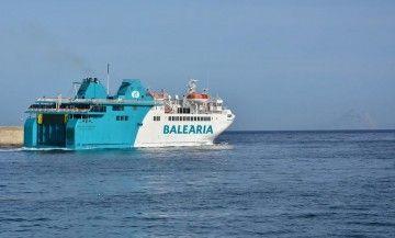 """El ferry """"Passió per Formentera"""" sale del puerto de Ceuta"""