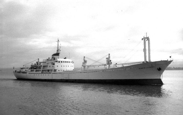"""El buque """"Playa de Las Nieves"""", en aguas de Santander"""