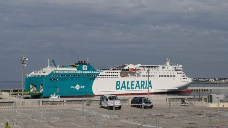 """El buque """"Abel Matutes"""", novedad en el puerto de Ciudadela"""