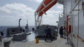 Trabajos en cubierta en un buque mercante