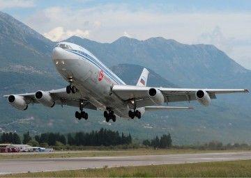 IL-86 de Siberia Airlines despegando del aeropuerto de Tivat