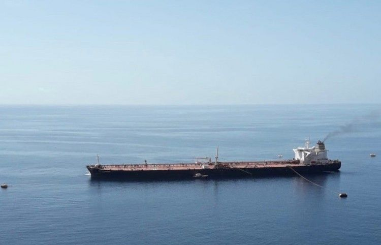 """El petrolero """"CE Bermuda"""", en el campo de boyas de la Hondura"""
