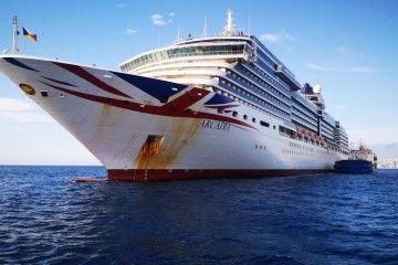 """El crucero de turismo """"Arcadia"""", fondeado en el antepuerto tinerfeño"""