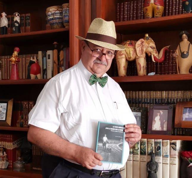 José Luis Azzollini García y su libro