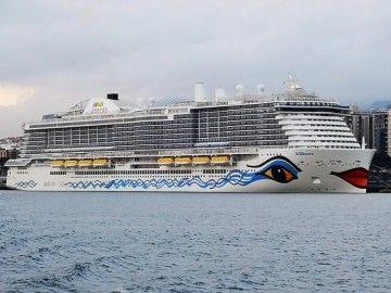 """El megacrucero """"AIDAnova"""", atracado en el puerto de Santa Cruz de Tenerife"""