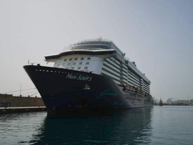 """El buque """"Mein Schiff 3"""" cuando estuvo atracado en el muelle sur"""