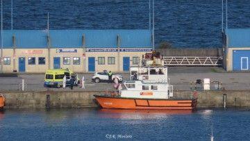 """Desembarco de la lancha """"Punta Herminio"""" en el puerto de A Coruña"""