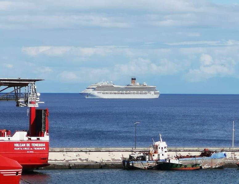 "Arribada del buque ""Costa Favolosa"""