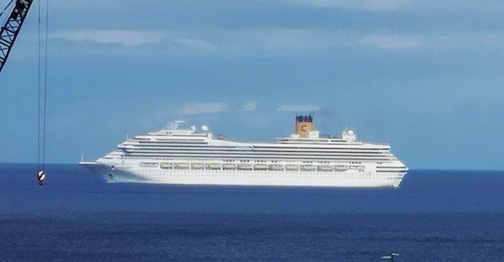 "El buque ""Costa xxx"" se aproxima al fondeadero de Santa Cruz de Tenerife"