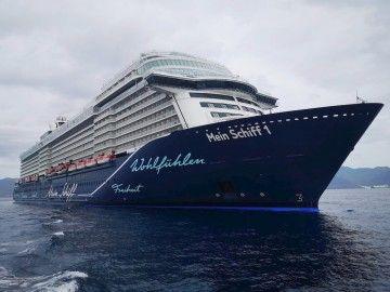 """El buque """"Mein Schiff 1"""", ayer, en el antepuerto tinerfeño"""