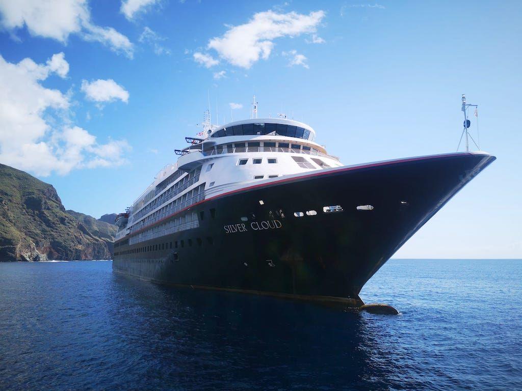 """El buque """"Silver Cloud"""" en Tenerife, visto de proa"""