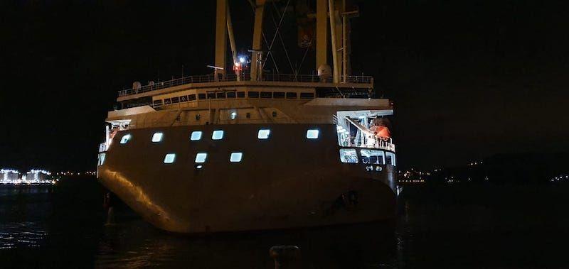 Vista de proa del buque chino, a su llegada a Ferrol