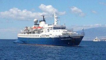 """El buque """"Ocean Adventurer"""", fondeado al resguardo de Anaga"""