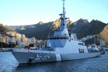 """El patrullero venezolano """"Naiguatá"""" en el puerto de Santa Cruz de Tenerife, en su viaje de entrega"""